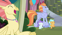 Even more Hippogriffs cheering S8E6