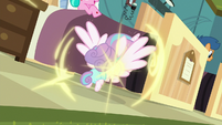 Flurry Heart teleports back to foals' room S7E3