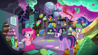 """Pinkie """"talking about the coronation"""" S9E26"""