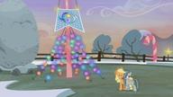 S05E20 Applejack i Marble oraz flaga