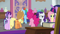 Twilight's friends leaving her office S8E1