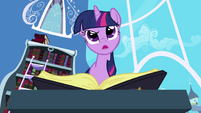 Twilight perplexed by -See Mare in the Moon- entry S1E01