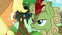 Green Kirin staring blankly at Applejack S8E23
