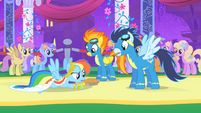 Rainbow Dash saves pie S1E26