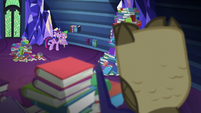 Twilight and Spike look at the books S5E22