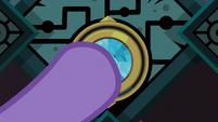 Twilight puts the Key in the magic lock S8E25