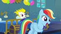 Rainbow Dash acting like Applejack S6E7