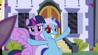 S05E12 Minuette i Twilight robią sobie razem zdjęcie