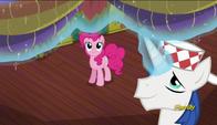 S06E12 Pinkie Pie przeprowadza remont w restauracji