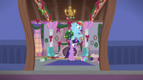 Twilight and Rainbow see present on the floor S8E16