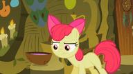 S02E06 Apple Bloom spogląda na miksturę