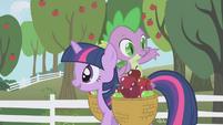 Spike tossing an apple way S01E03