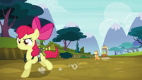 Apple Bloom gallops to the farm S5E4