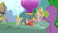 Cherry Berry giving hot air balloon rides S3E9