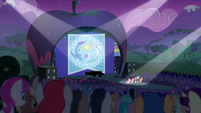 Distance view of Rara and CMC singing S5E24