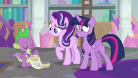 Spike laughs at Starlight's ignorance S9E4