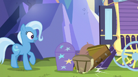 Trixie's luggage spills out of her wagon S8E19