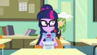 Paper airplane lands in Twilight's hair EGDS37