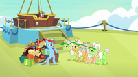 Rainbow offers to carry the grannies' bags S8E5