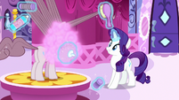 Rarity giving Pinkie Pie a makeover S8E18