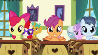 Scootaloo excited in the front center S9E12