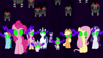 Twilight's friends and family enslaved S9E1