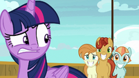 Twilight disturbed by the attendees' stares S7E22