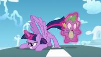 Twilight lands; Spike gets levitated S5E26