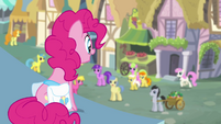 Pinkie Pie looking over pony crowd S4E12