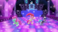 Ponies dancing to DJ Pon-3's music S6E9