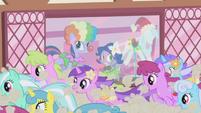 Ponies run past costume shop S1E3