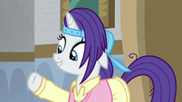 Rarity wearing a plain outfit S8E16