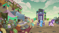 Starlight and Trixie in Somnambula market S8E19