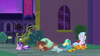 Starlight and Young Six on the ground S8E26