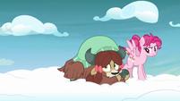 Yona clutching a Pegasus' leg S8E25
