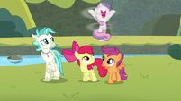 Sweetie Belle spinning with joy S8E6