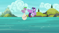 Twilight and Spike over the Silver Seas S9E5