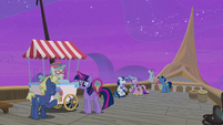 Twilight and her family enjoying ice cream S7E22