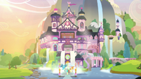 Ponies and students return to School of Friendship S8E9