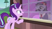 Starlight Glimmer talking to the ticket pony S7E24