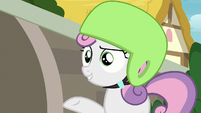 """Sweetie Belle """"making sculptures out of your lunch"""" S7E6"""