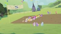 Ponies running S2E05