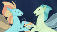 Seaponies happily stringing seashells S8E16