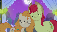Bright Mac and Pear Butter happily wed S7E13
