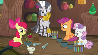 CMC and Zecora sees the growth of an apple plant S6E4