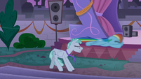 Rainbow Dash zooms past Feather Flatterfly S9E17