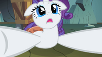 Rarity distraught at the Diamond Dogs S1E19
