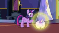 Twilight Sparkle comforting Flurry Heart S7E3
