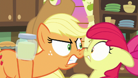 Applejack glaring angrily at Apple Bloom S7E13