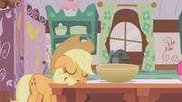 Applejack sleeping S01E04
